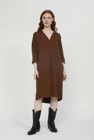 bruine jurk van een zachte ecovero stof met v-hals maarnie 30002114