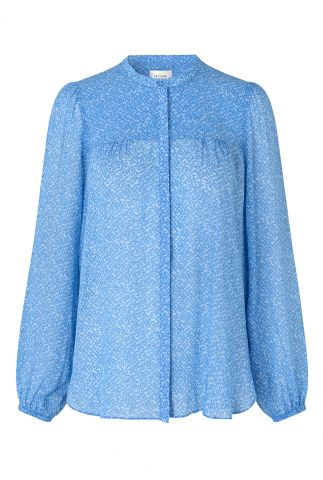 lichtblauwe blouse met pofmouwen en witte print mano shirt
