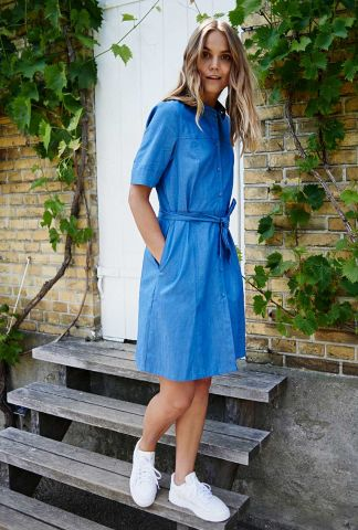 blauwe blouse jurk in denim look nucathleen dress 700371
