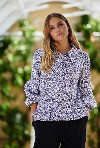 paarse blouse met bloemen dessin nucalder shirt 700552