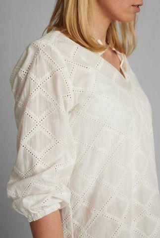 witte blouse met opengewerkt patroon nubethan 700602