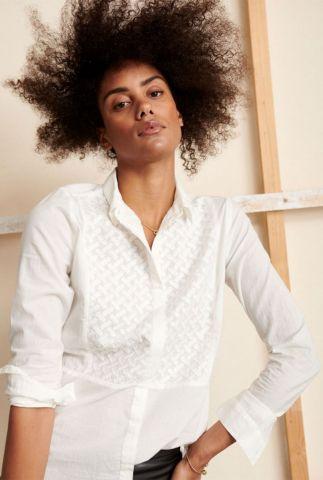 witte blouse van biologisch katoen met geborduurd dessin iris ht0124
