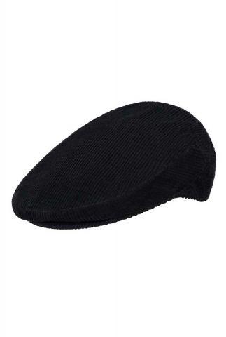 zwarte pet van fijne ribstof flat cap estil