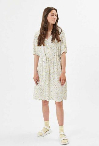 witte jurk met gele print en tunnelkoord biolina 7458