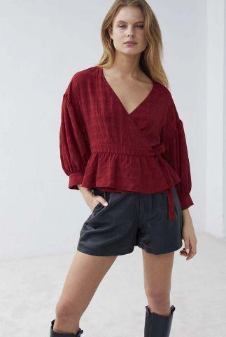 donkerrode overslag blouse met ingeweven ruit dessin bl belle
