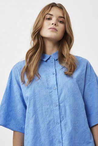 lichtblauwe blouse met geborduurd bloemen dessin berya 8070