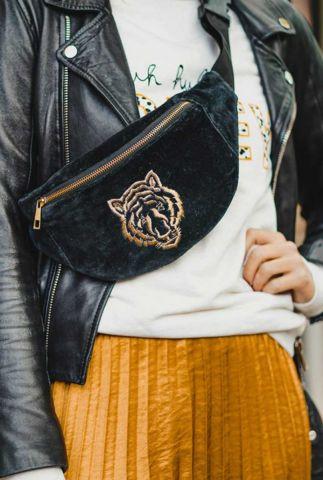 zwarte fluwelen heuptas met geborduurde tijger bumbag tiger black