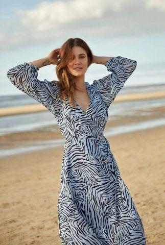 lichtblauwe overslag jurk met grafische print dr aaliyah blue