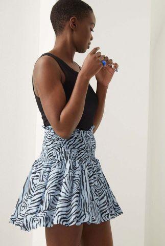 lichtblauwe mini rok met grafiche print sk aaliyah blue