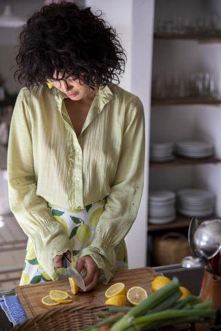 groene blouse met wijde mouwen en ruffle details clara blouse