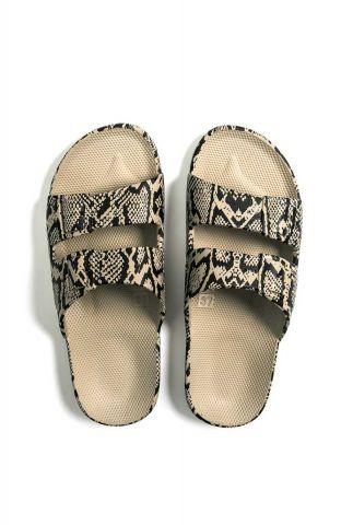 beige slippers met slangen print en dubbele gesp fancy cobra sands