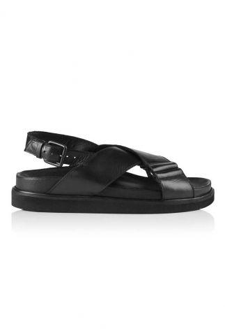 zwart leren sandaal met riemsluiting en chunky zool darcie