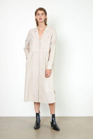 beige jurk met fijne streep en revers kraag dore dress