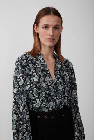 zwarte top van gerecycled polyester met bloemen dessin effie blouse
