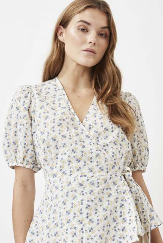 witte overslag blouse met pofmouw en bloemen dessin elliat 8068