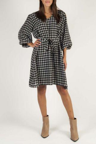 zwarte jurk met licht ruit dessin en v-halslijn evita dress