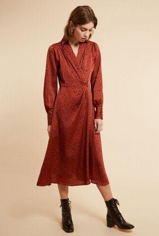 bruinrode zijde look jurk met overslag en stippen dessin adrielle