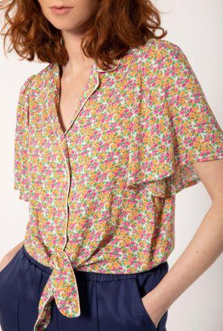 witte blouse met wijde mouwen en gekleurd bloemen dessin carlie