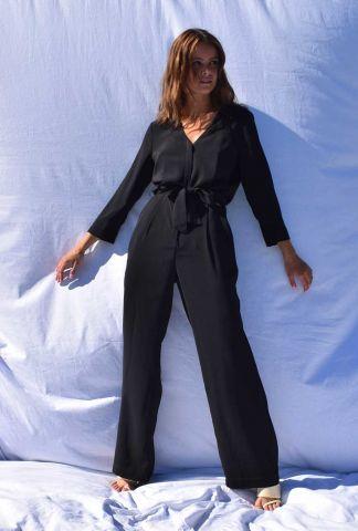 zwarte jumpsuit met v-hals en ceintuur Wesley gilroy