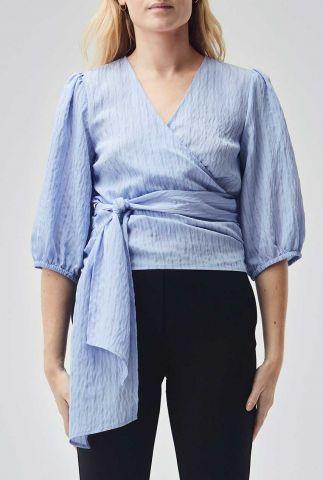 lavendel blauwe top met overslag en gestreept dessin hagrid top