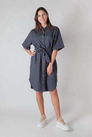 donker blauwe jurk met wijde mouwen en ceintuur heliodor