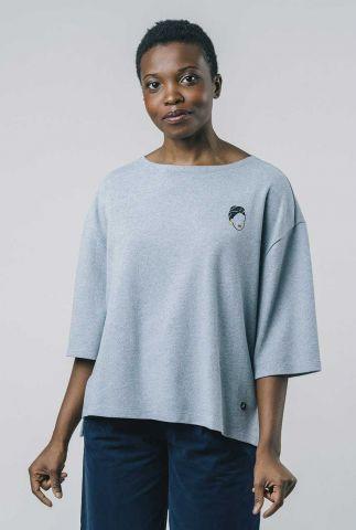 grijsblauwe top met 3/4 mouw en broderie kibibi sweatshirt 2126