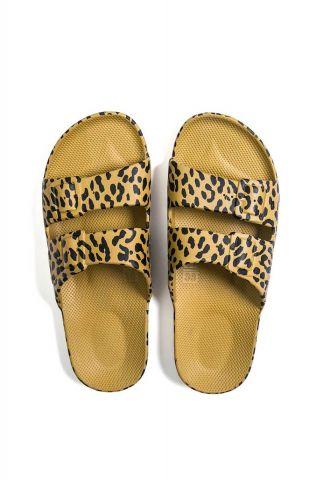 licht bruine vegan slippers met luipaard print fancy leo-pistaccio