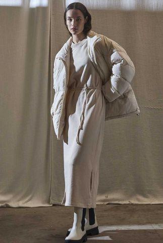 beige maxi sweat jurk met ceintuur fjorder dress l/s