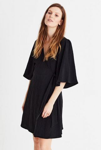 zwarte wikkel jurk van modalmix met wijde korte mouwen melika