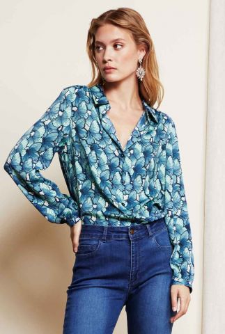 blauwe blouse met all-over vlinder dessin Mira Blouse