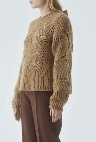 camel kleurige trui met ingebreid dessin en strik sluiting maja o-neck