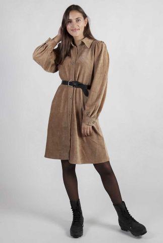 camel kleur jurk met pofmouwen en rib dessin gineva dress