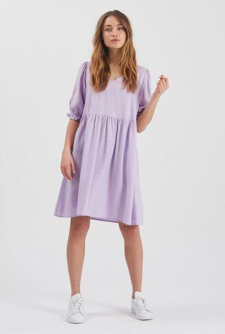 lila kleurige jurk met v-hals en korte pofmouwen nirello 2257