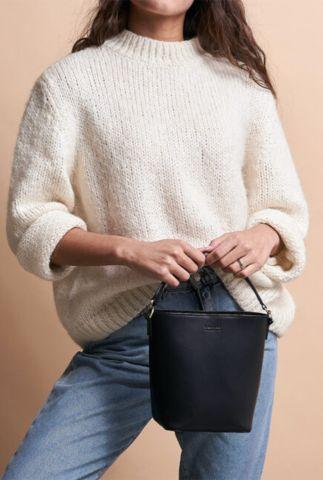 kleine zwarte schoudertas van leer bobbi bucket bag omb-e139cv