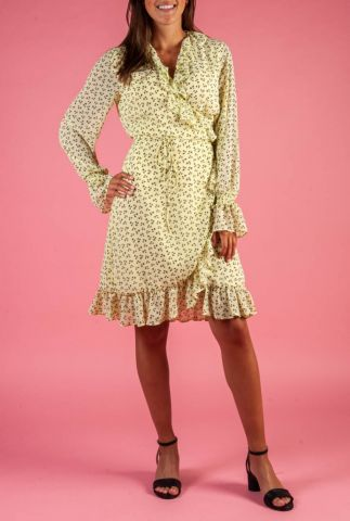 lichtgele overslag jurk met ruches en botanische print percy wrap dress