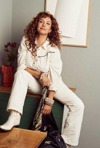 ecru kleurige blouse met klassieke kraag en ruches ivory ecru sp6599