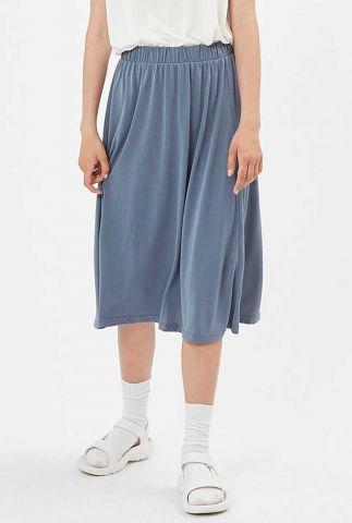 blauwe midi rok met elastische tailleband en plooien regisse 0281
