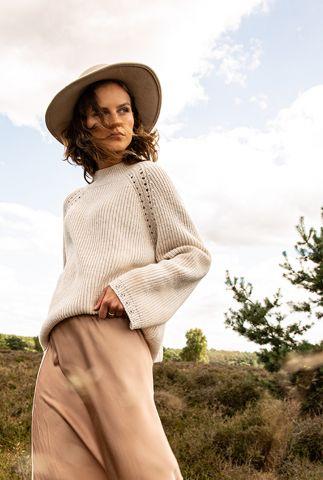 off-white gebreide trui met ajour details en wijde mouwen vieve