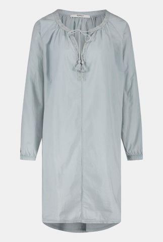 licht grijze katoenen jurk met ajour details s21f861