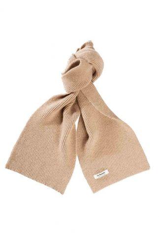 beige sjaal van lamswol en caregora sand scarf