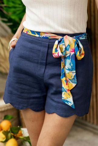 donkerblauwe short met geschulpte rand en riem naousa