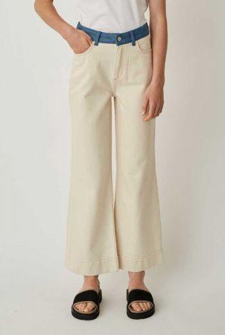 crème kleurige jeans met licht uitlopende broekspijp sika jeans
