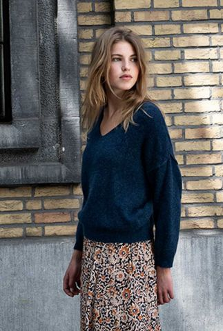 donkerblauw gebreide trui met v-hals sofie pullover