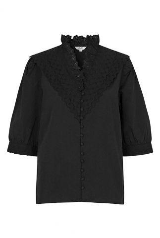 zwarte blouse met korte pofmouwen en ruches tamsin