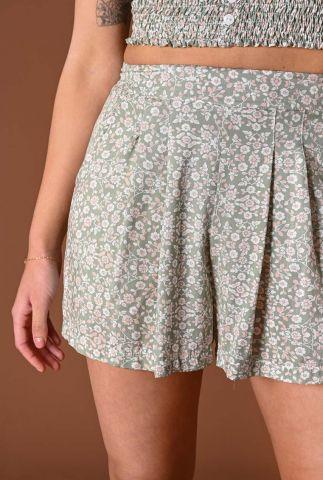 lichtgroene high waist short met bloemen dessin cara shorts