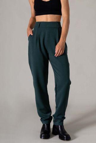 donkergroene broek met high waist en plooien josha trouser