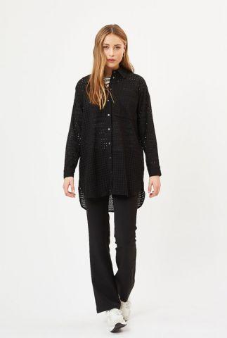 zwarte lange blouse met ajour details en overhemdkraag trolla