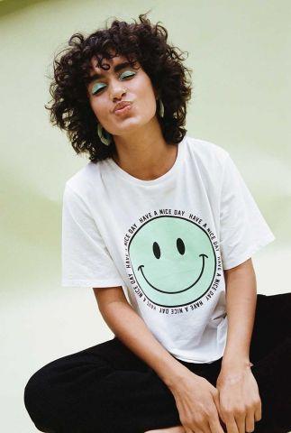 off-white t-shirt met licht groene smiley opdruk ts happy face