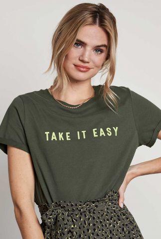 donker groen t-shirt met tekst opdruk ts take it easy