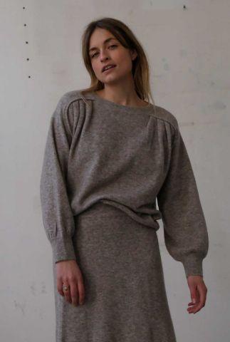 lichtgrijze gebreide trui met plooi details vea t107-1305